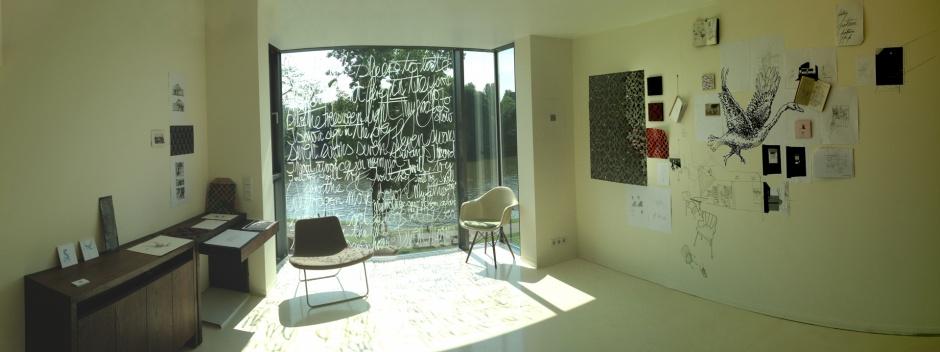 Wand mit Entwurfsskizzen und Mustern