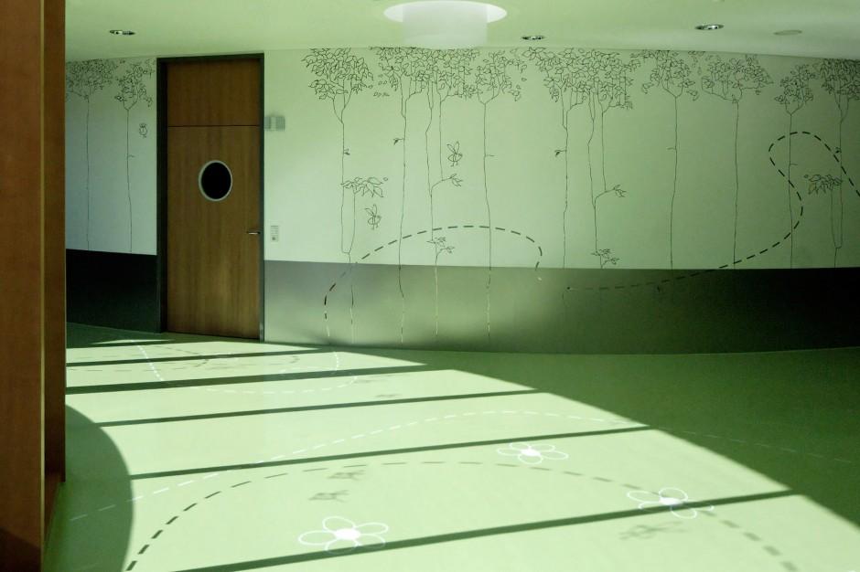 Umlaufende Gestaltung an Böden und Wänden
